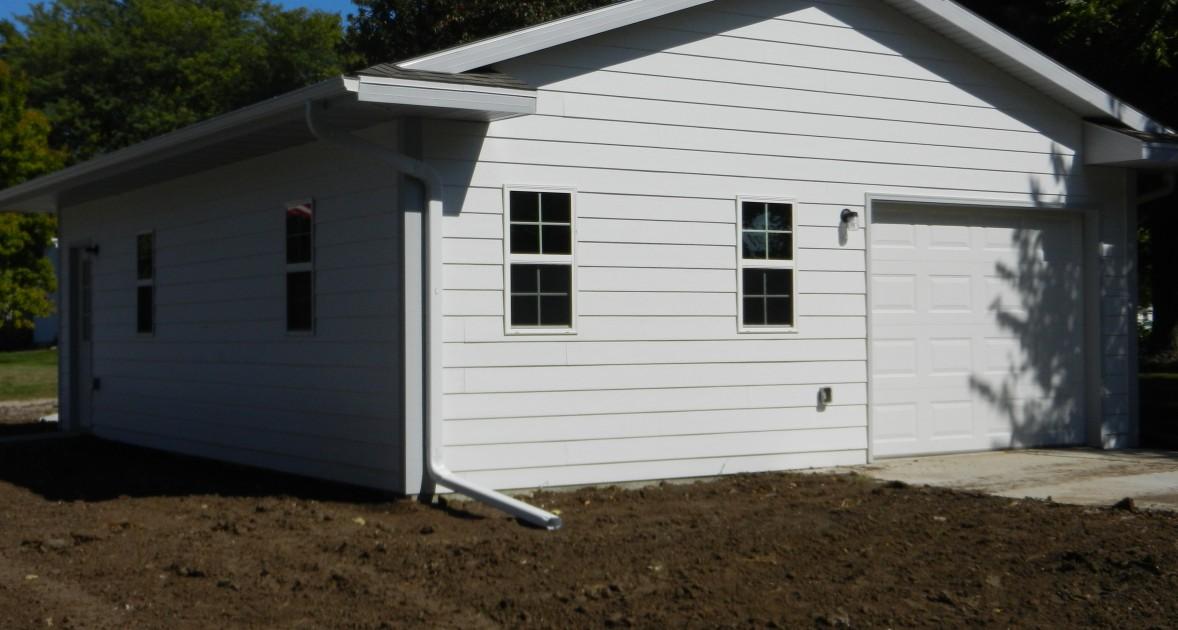 Garage remodels in iowa premier construction des moines for Rear garage door
